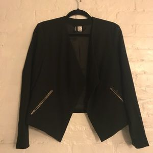 Modern blazer with zip pockets